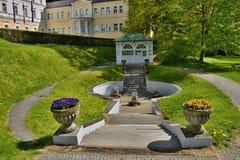 Άνοιξη μεταλλικού νερού - μικρή δυτική Bohemian spa πόλη Marianske Lazne Marienbad - Δημοκρατία της Τσεχίας Στοκ Εικόνες