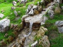 Άνοιξη νερού βουνών Στοκ εικόνες με δικαίωμα ελεύθερης χρήσης