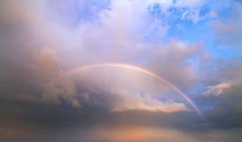 Άνοιξη ουρανού ουράνιων τόξων Στοκ εικόνα με δικαίωμα ελεύθερης χρήσης