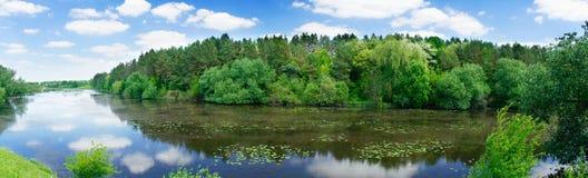 άνοιξη πανοράματος λιμνών θ Στοκ φωτογραφία με δικαίωμα ελεύθερης χρήσης
