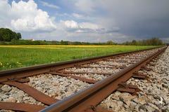άνοιξη σιδηροδρόμων γραμμών Στοκ φωτογραφία με δικαίωμα ελεύθερης χρήσης