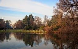 Άνοιξη στο πάρκο πόλεων στο Μιλάνο, Ιταλία Στοκ Εικόνα