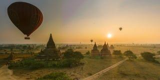 Άνοδοι ήλιων σε Bagan, το Μιανμάρ Στοκ Εικόνες