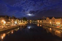 Άνοδος φεγγαριών επάνω από τον ποταμό στην Υόρκη, UK Στοκ φωτογραφία με δικαίωμα ελεύθερης χρήσης