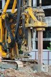 Άντεξε την εγκατάσταση γεώτρησης σωρών στο εργοτάξιο οικοδομής Στοκ φωτογραφία με δικαίωμα ελεύθερης χρήσης