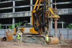 Άντεξε την εγκατάσταση γεώτρησης σωρών στο εργοτάξιο οικοδομής Στοκ Εικόνες