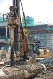 Άντεξε την εγκατάσταση γεώτρησης σωρών στο εργοτάξιο οικοδομής Στοκ Φωτογραφίες