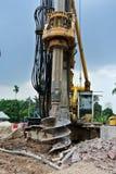 Άντεξε τη μηχανή εγκαταστάσεων γεώτρησης σωρών στο εργοτάξιο οικοδομής Στοκ φωτογραφίες με δικαίωμα ελεύθερης χρήσης