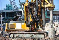 Άντεξε τη μηχανή εγκαταστάσεων γεώτρησης σωρών στο εργοτάξιο οικοδομής Στοκ Φωτογραφία
