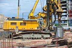 Άντεξε τη μηχανή εγκαταστάσεων γεώτρησης σωρών στο εργοτάξιο οικοδομής Στοκ φωτογραφία με δικαίωμα ελεύθερης χρήσης
