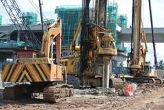 Άντεξε τη μηχανή εγκαταστάσεων γεώτρησης σωρών στο εργοτάξιο οικοδομής Στοκ εικόνα με δικαίωμα ελεύθερης χρήσης