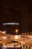 Άνω πλευρά αντανάκλασης - κάτω από φω'τα κεντρικής νύχτας πόλεων Yekaterinburg τα χειμερινά που εγκαταλείπονται Στοκ Εικόνες