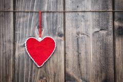 άνδρας αγάπης φιλιών έννοιας στη γυναίκα Ένωση καρδιών σε μια σειρά Στοκ φωτογραφία με δικαίωμα ελεύθερης χρήσης