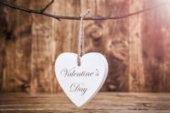 άνδρας αγάπης φιλιών έννοιας στη γυναίκα Ένωση καρδιών σε μια σειρά Στοκ Φωτογραφία