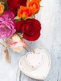 άνδρας αγάπης φιλιών έννοιας στη γυναίκα Στοκ Φωτογραφίες