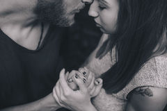 Άνδρας και γυναίκα στη φύση Στοκ Φωτογραφίες