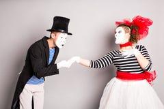 Άνδρας και γυναίκα δύο mimes Η έννοια της ημέρας του βαλεντίνου, ημέρα του ανόητου Απριλίου Στοκ Εικόνες