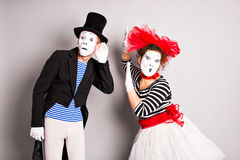 Άνδρας και γυναίκα δύο mimes Η έννοια της ημέρας του βαλεντίνου, ημέρα του ανόητου Απριλίου Στοκ φωτογραφία με δικαίωμα ελεύθερης χρήσης