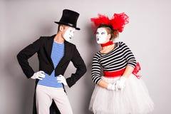Άνδρας και γυναίκα δύο mimes Η έννοια της ημέρας του βαλεντίνου, ημέρα του ανόητου Απριλίου Στοκ Φωτογραφία