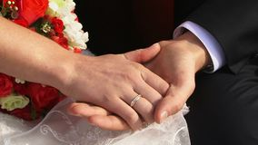 Άνδρας και ενωμένα γυναίκα χέρια απόθεμα βίντεο