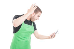 Άνδρας υπάλληλος που φωνάζει στο τηλέφωνο που είναι Στοκ Φωτογραφία