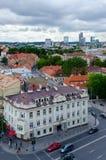 Άποψη άνωθεν σχετικά με την παλαιές κωμόπολη και την πόλη πολυκατοικιών, Vilnius, Λιθουανία στοκ φωτογραφία με δικαίωμα ελεύθερης χρήσης