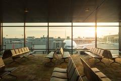 Άποψη αεροπλάνων από το σαλόνι αερολιμένων στο τερματικό αερολιμένων Στοκ φωτογραφίες με δικαίωμα ελεύθερης χρήσης