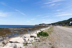 Άποψη ακτών λιμένων Matane του ποταμού Αγίου Lawrence στο καλοκαίρι Στοκ Φωτογραφία
