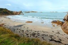 Άποψη ακτών Tregastel (Βρετάνη, Γαλλία) Στοκ εικόνα με δικαίωμα ελεύθερης χρήσης