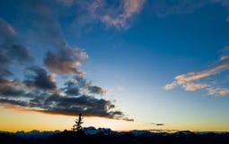 Άποψη ανατολής στα βουνά Banff Στοκ Φωτογραφίες