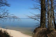 Άποψη απότομων βράχων και θάλασσας τοπίων στοκ εικόνα