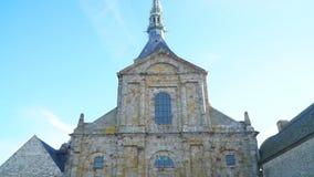 Άποψη από την αιχμή ναών στο προαύλιο του αβαείου στο νησί του mont-Άγιος-Michel φιλμ μικρού μήκους