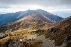 Άποψη από την αιχμή Ostry Rohac σε Tatras Στοκ Εικόνες
