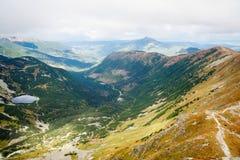 Άποψη από την αιχμή Ostry Rohac σε Tatras Στοκ φωτογραφίες με δικαίωμα ελεύθερης χρήσης