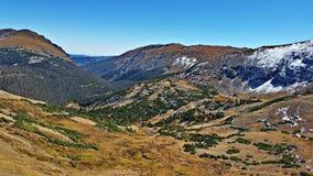 Άποψη από την εθνική οδό 34, δύσκολο εθνικό πάρκο βουνών Στοκ Εικόνες