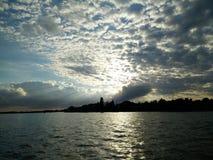 Άποψη από τη λίμνη Στοκ Φωτογραφίες