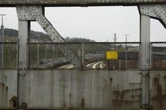 Άποψη από τη γέφυρα πέρα από τις διαδρομές σιδηροδρόμων στοκ εικόνες