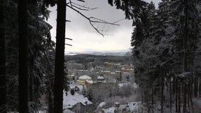 Άποψη από τη γέφυρα παρατήρησης της παραθεριστικής πόλης απόθεμα βίντεο