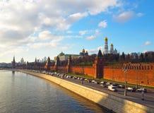 Άποψη από τη γέφυρα στο Κρεμλίνο, ποταμός της Μόσχας και πόλη της Μόσχας Πανόραμα στο ηλιοβασίλεμα, Μόσχα, Ρωσία στοκ φωτογραφία με δικαίωμα ελεύθερης χρήσης