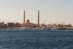 Άποψη από τη Ερυθρά Θάλασσα στην ακτή με τα γιοτ Αίγυπτος Hurgh Στοκ φωτογραφία με δικαίωμα ελεύθερης χρήσης