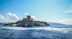 Άποψη από τη θάλασσα στην παραμονή του Castle στοκ φωτογραφίες