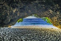 Άποψη από τη σπηλιά στη θάλασσα Στοκ Εικόνα