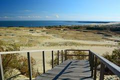 Άποψη από τον αμμόλοφο Parnidis πέρα από τη λιμνοθάλασσα Curonian Nida Λιθουανία Στοκ εικόνα με δικαίωμα ελεύθερης χρήσης