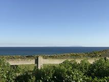 Άποψη από τον απότομο βράχο στον ωκεανό Στοκ φωτογραφία με δικαίωμα ελεύθερης χρήσης
