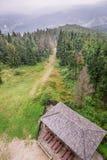 Άποψη από τον πύργο παρατήρησης στην κορυφή βουνών Στοκ Εικόνες