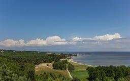 Άποψη από τον υψηλότερο αμμόλοφο πέρα από το curonian οβελό Στοκ Εικόνες