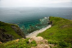 Άποψη από τους απότομους βράχους στη θάλασσα της Ιαπωνίας στοκ εικόνες με δικαίωμα ελεύθερης χρήσης