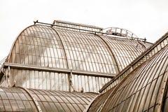 Άποψη από τους κήπους Kew, βασιλικοί βοτανικοί κήποι στο Λονδίνο Στοκ εικόνα με δικαίωμα ελεύθερης χρήσης
