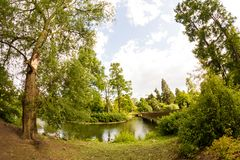 Άποψη από τους κήπους Kew, βασιλικοί βοτανικοί κήποι στο Λονδίνο Στοκ Εικόνες