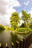 Άποψη από τους κήπους Kew, βασιλικοί βοτανικοί κήποι στο Λονδίνο στοκ εικόνα